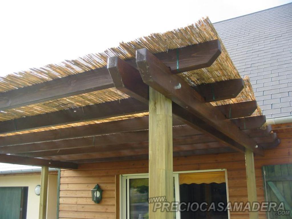 Dudas sobre las pergolas casas de madera y bungalows en for Choza de jardin de madera techo plano
